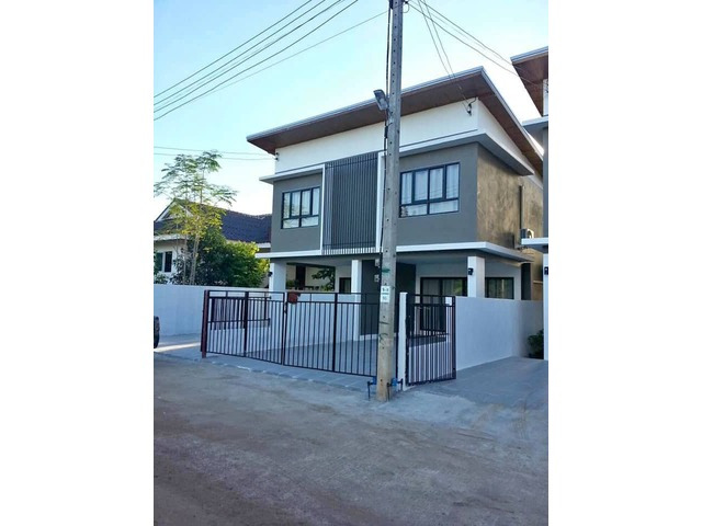Very Modern town house in a great Buriran location
